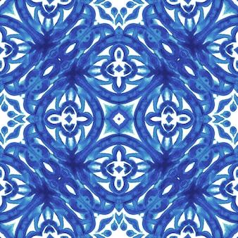 Carrelage abstrait bleu et blanc dessiné à la main motif de peinture aquarelle ornementale sans couture. texture de luxe élégante pour le tissu et les papiers peints, les arrière-plans et le remplissage des pages.