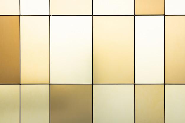 Carrelage multicolore beige, marron doux et doré de différentes tailles pour le design intérieur et extérieur, motif.