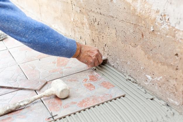 Carreleur fonctionne avec un sol.