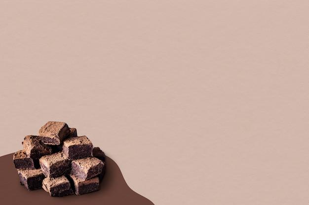 Carrés de truffes ganache au chocolat saupoudrés de poudre de cacao