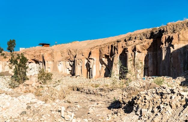 Carrières de sillar, extraction de roche volcanique à arequipa, pérou