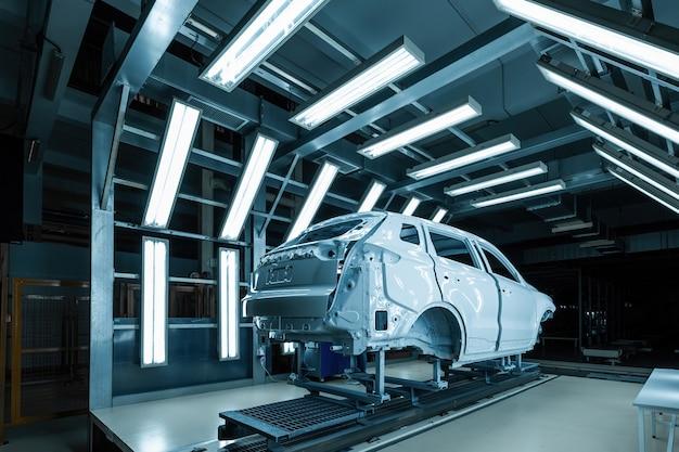Carrosserie au stand d'inspection production de haute technologie de voitures électriques