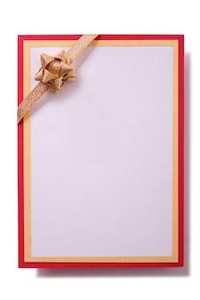 Carte-cadeau avec noeud d'or et cadre rouge
