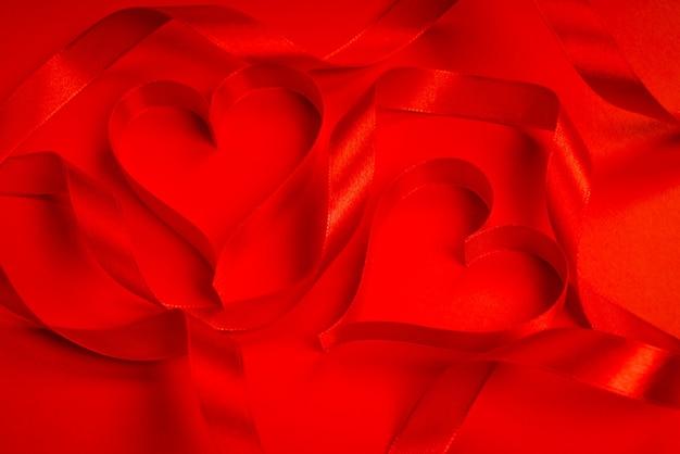 Carte de chute fond de satin romantique