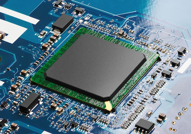Carte de circuit électronique avec processeur