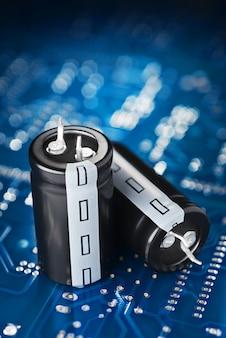 Carte de circuit imprimé et condensateur