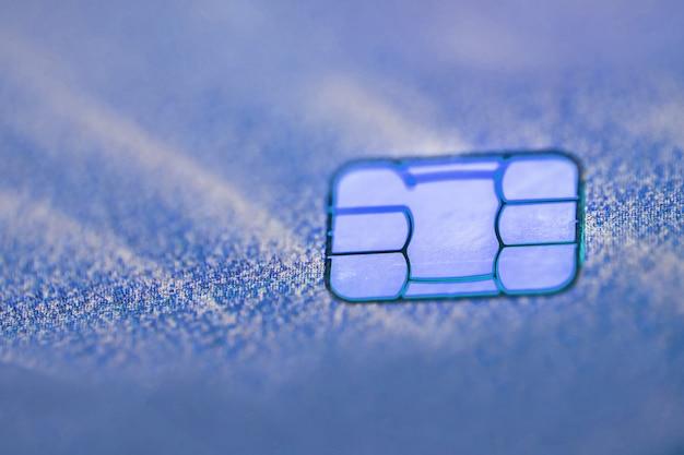 Carte de crédit électronique sans contact avec micropuce à mise au point sélective. macro d'une carte de crédit.