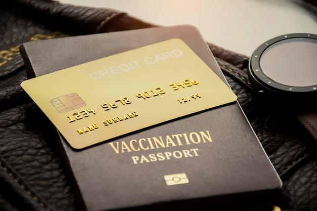 Carte de crédit et passeport de vaccination pour les voyages internationaux