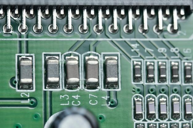 Carte électronique avec composants électroniques