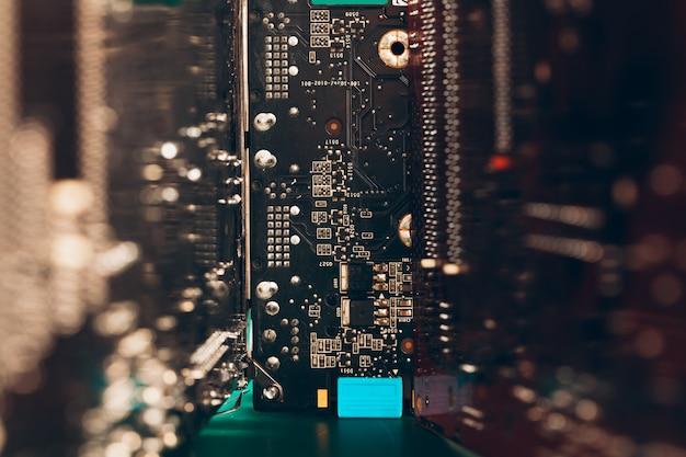 Carte électronique de l'ordinateur avec processeur close up