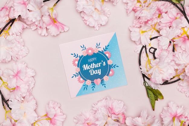 Carte et fleurs pour la fête des mères