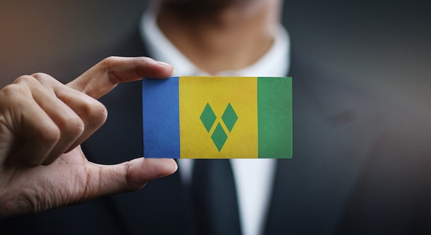 Carte de holding homme d'affaires du drapeau de saint-vincent-et-les grenadines