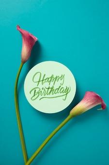 Carte de joyeux anniversaire avec composition florale