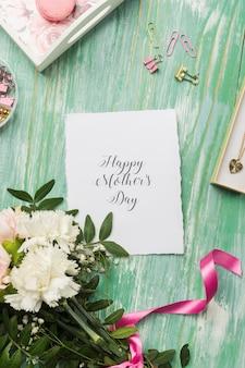 Carte de lettrage fête des mères avec ruban