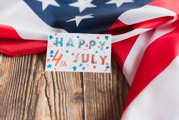 Carte à la main pour le jour de l'indépendance