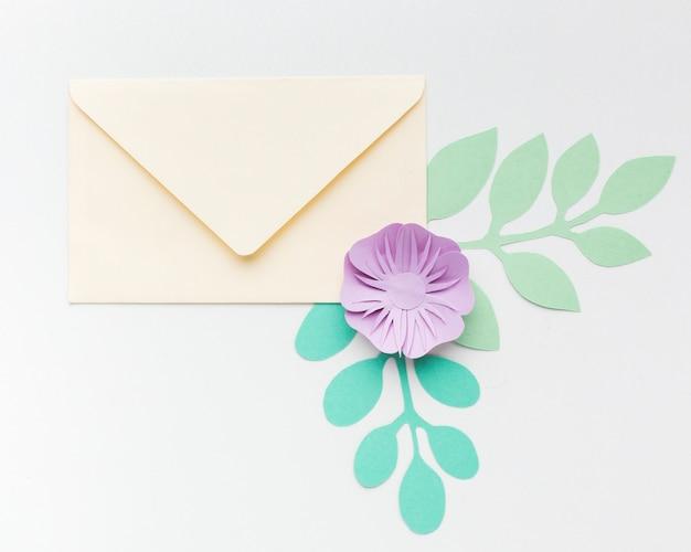 Carte de mariage avec papier floral élégant