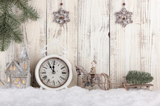 Carte de noël et du nouvel an avec des décorations de style rétro