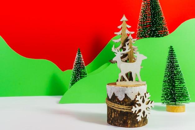 Carte de noël ou du nouvel an ou fond rouge et vert avec espace de copie