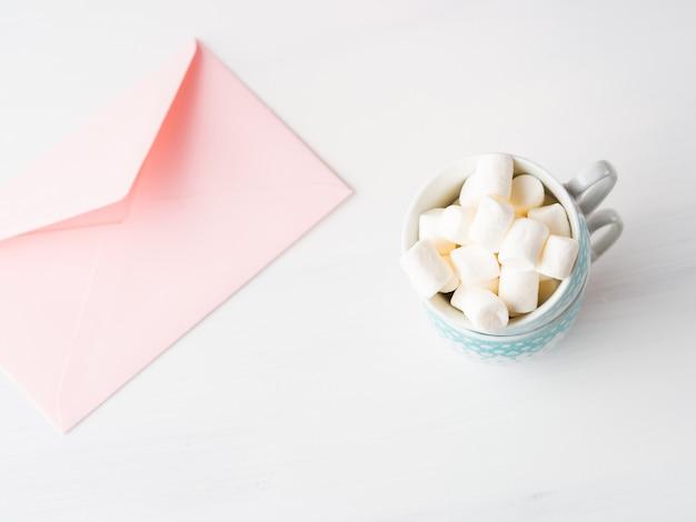 Carte de papier rose vierge pour la saint-valentin ou mère femme. invitation de mariage romantique anniversaire bébé de mariage