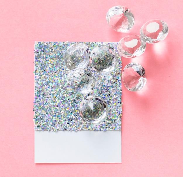 Carte en papier scintillant et brillant