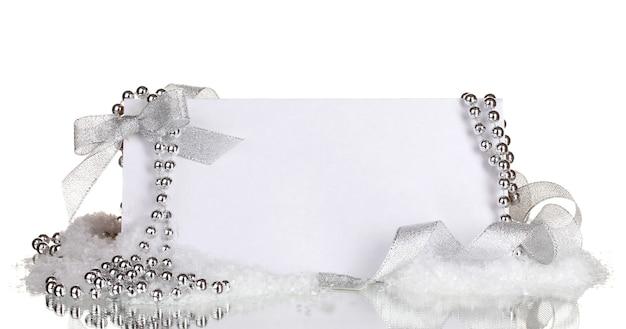 Carte postale vierge et décor isolé sur blanc