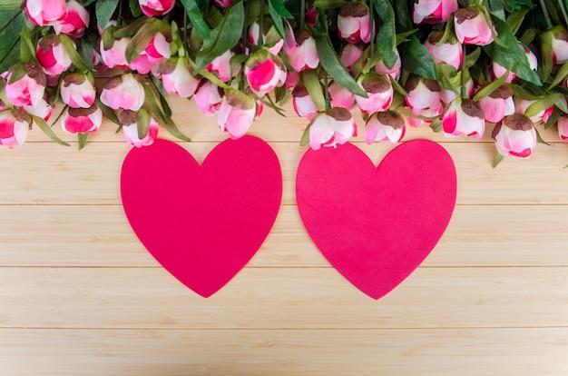 Carte de roses et forme de coeur pour votre message