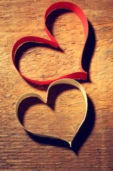 Carte de saint valentin en ruban sur bois