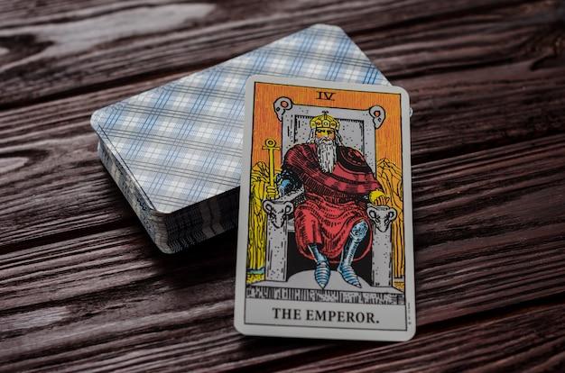 Carte de tarot: l'empereur