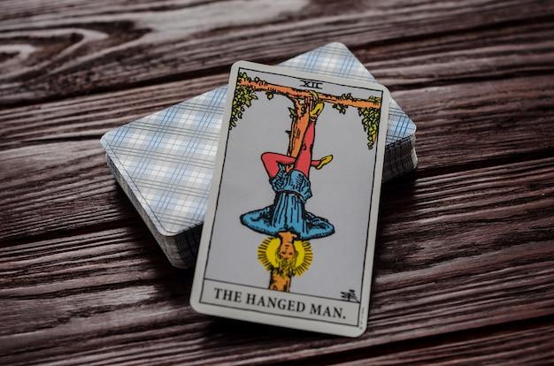 Carte de tarot: l'homme pendu