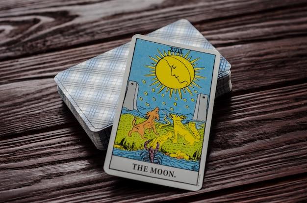 Carte de tarot: la lune