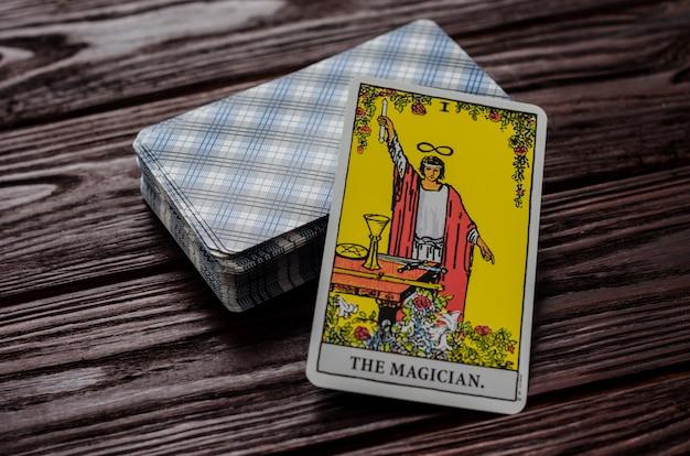 Carte de tarot: le magicien