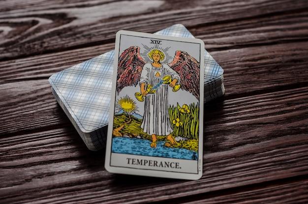 Carte de tarot: tempérance