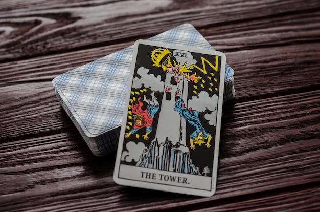 Carte de tarot: la tour