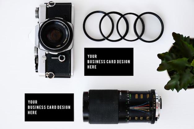 Carte de visite avec ancien appareil photo argentique et lentilles avec filtres et lunettes
