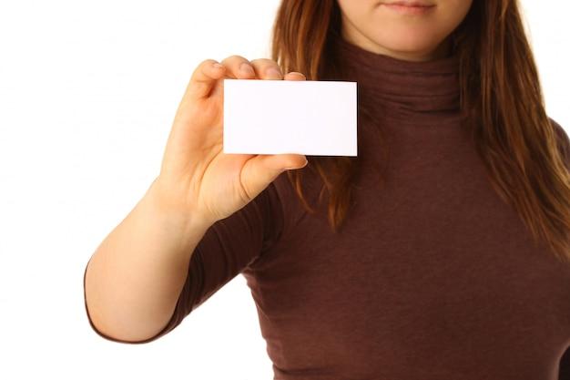 Carte de visite vide dans une main féminine