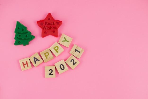 Carte de voeux de bonne année 2021. lettres de scrabble, pâte à modeler et pâte à modeler.
