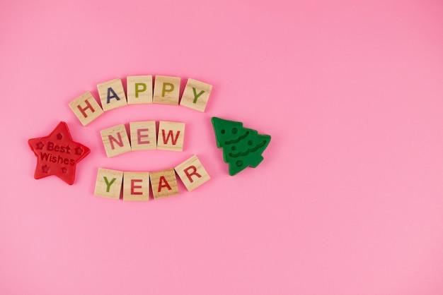 Carte de voeux de bonne année. lettres de scrabble, pâte à modeler et pâte à modeler.
