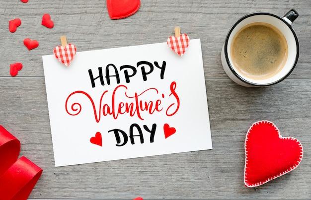 Carte de voeux avec lettrage à la main souhaite joyeux saint valentin