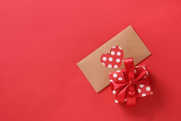 Carte de voeux saint valentin avec cadeau et lettre d'amour