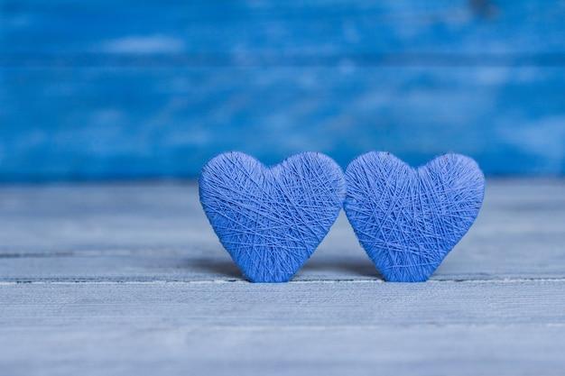 Carte de voeux saint valentin coeur sur fond en bois coeur d'amour