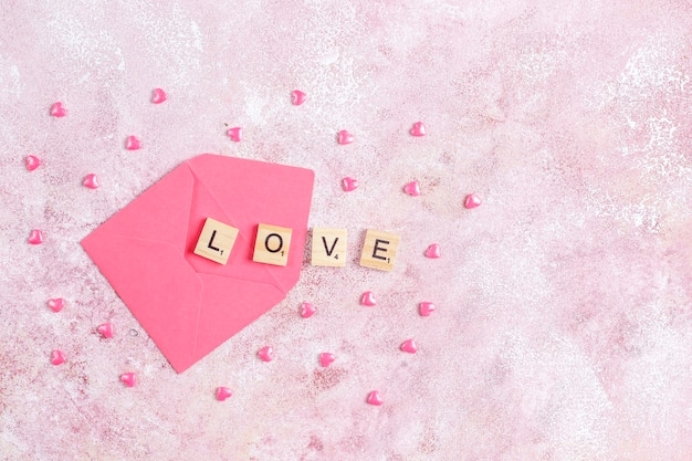 Carte de voeux saint valentin avec des fleurs roses.