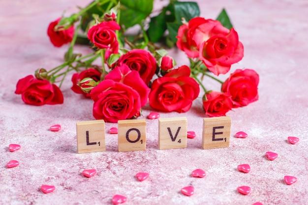 Carte de voeux de saint-valentin avec des fleurs roses.