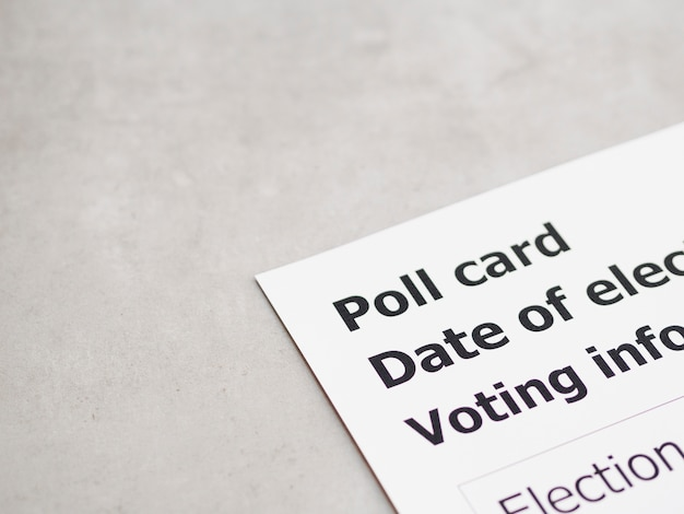 Carte de vote noire et blanche à grand angle