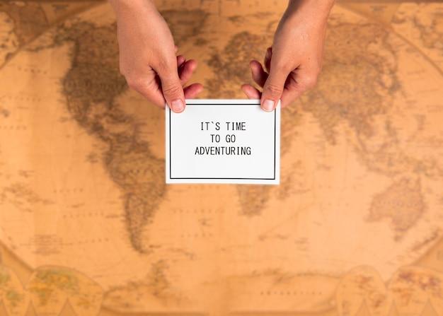 Carte vue de dessus avec message inspirant
