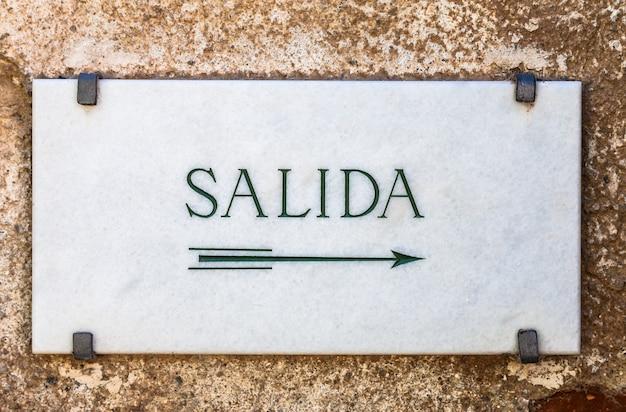 Cartel en marbre simple avec le mot salida (sortie en espagnol)