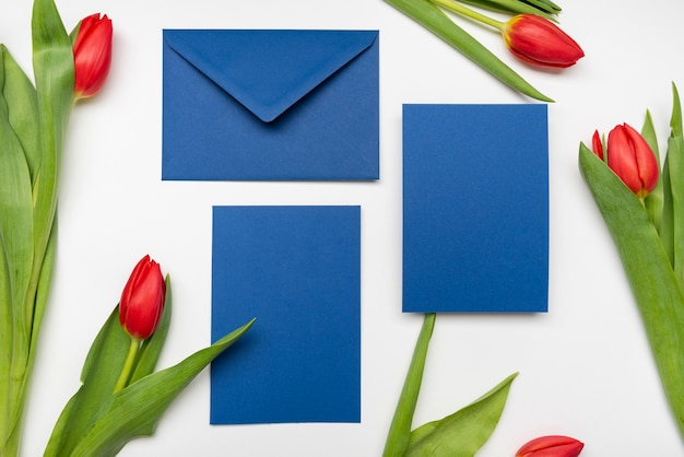 Cartes d'invitation de mariage élégantes avec des fleurs