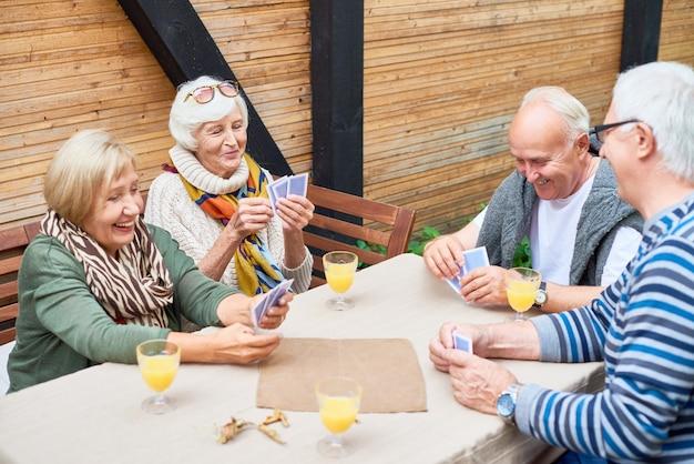 Cartes à jouer personnes âgées