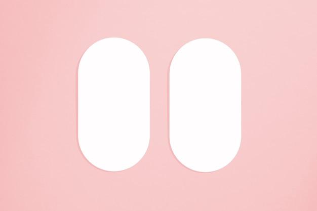 Cartes de maquette dans un style minimaliste. forme ovale vierge aux bords arrondis. parfait pour l'invitation de mariage et la carte de voeux.