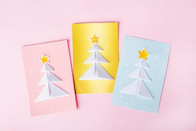 Cartes de noël avec des arbres de noël