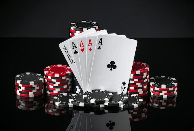 Cartes de poker avec cinq d'une sorte la combinaison la plus élevée